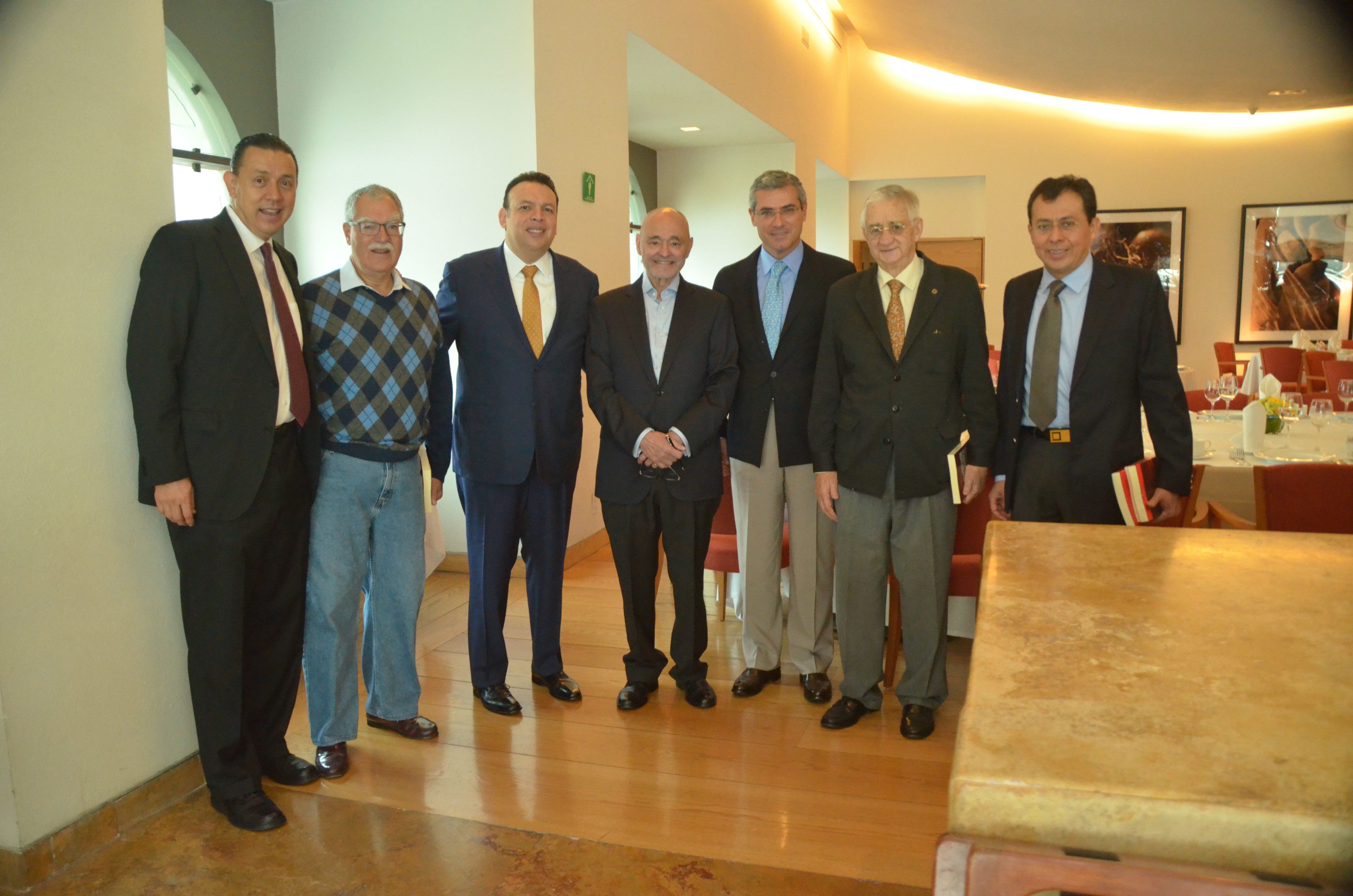 Entrega de libro homenaje al Dr. Jorge Alfredo Domínguez Martínez